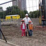 0004_de_heiers_voorzitter_van_de_bouwcommissie-_jan_groenendijk-geflankeerd_door_judth_pkn_en_ruben_rkk